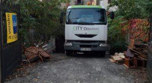 Entreprise de débarras, camion de benne en location